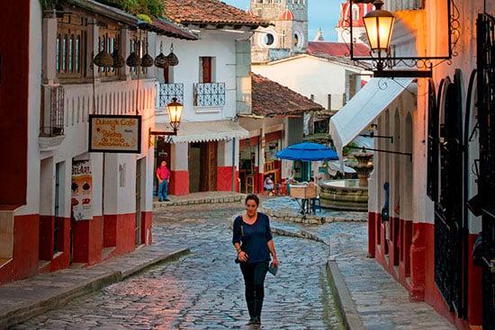 Recorre las calles de Cuetzalan / Marcos Ferro