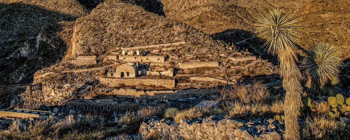 Camino al pueblo fantasma de Ojuela en Durango