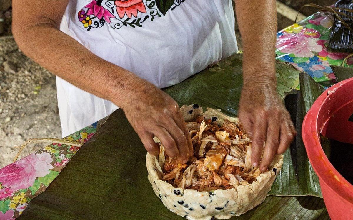 Mucbipollo, receta para Día de Muertos