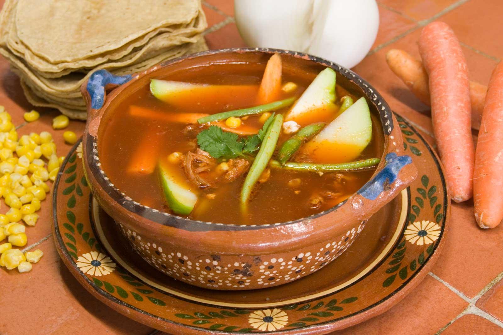 Mole de olla, receta mexicana