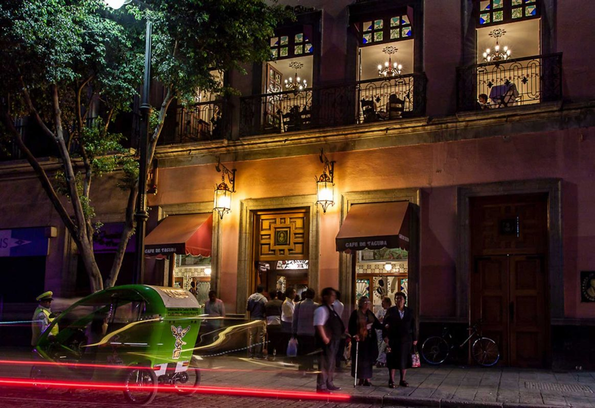 El Café de Tacuba: Una tradición centenaria de manteles largos
