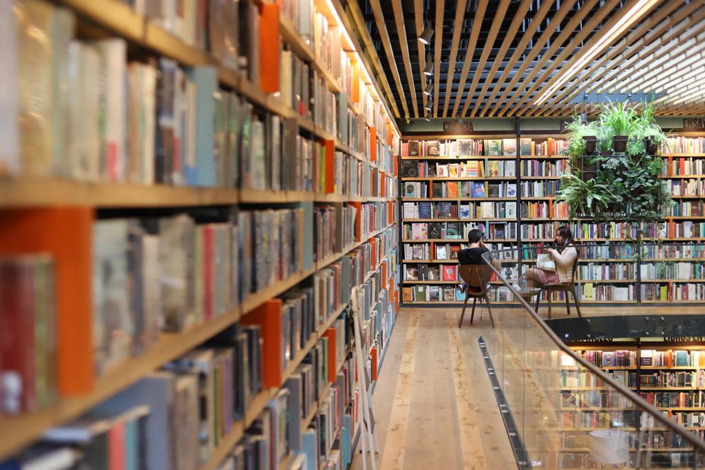 Descubre la librería donde Neruda, Foucault y Melville comparten mesa